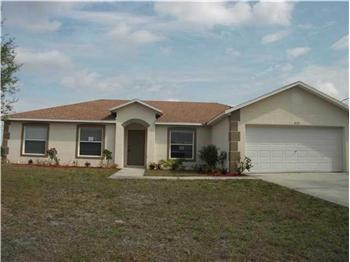 522 SW South Quick Circle, Port St. Lucie, FL