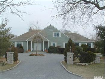4  Dock Road, Remsenburg, NY