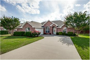213 Cobblestone Circle, Red Oak, TX