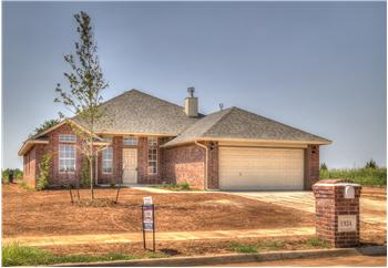 1924  W CROSSBOW WAY, MUSTANG, OK
