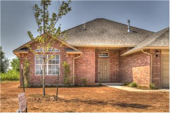 1920  W CROSSBOW WAY, MUSTANG, OK