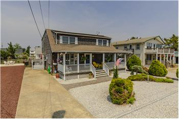 319 N 3rd St, Surf City, NJ