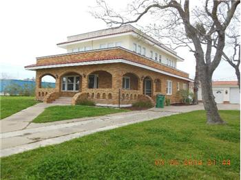 102 8th Street, Palacios, TX