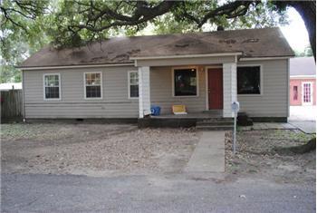 916 Avenue I, Bay City, TX